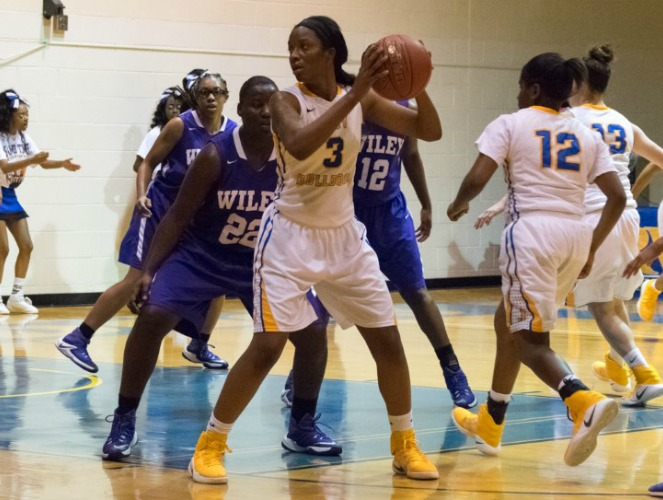 Coneisha Smith averaged 26.5 points and 13.0 rebounds per game last week.