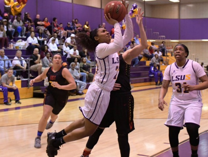 Courtney Randle reached a season-high with 15 rebounds last week. (Photo: Bill Wood)