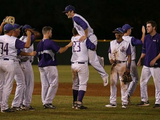 LSUS celebrates their victory over JCC on Sunday. (Photo Bianca Stakes)